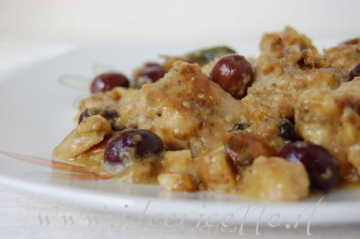 Ingredienti: - 1/2 coniglio - farina - 1 cipolla - 1 aglio - salvia - sale - pepe - olive nere (meglio se di Gaeta) - bacche di ginepro - olio d'oliva - vino bianco - funghi porcini o misti - brodo vegetale o di dado   Procedimento: Mettete il coniglio a bagno in una zuppiera con acqua fredda e aceto per eliminare l'odore di selvaggina  Tagliare quindi il coniglio a pezzi  Lavate bene i pezzi di coniglio e lasciateli a bagno in acqua e aceto per 30 minuti  Sciacquate i pezzi di coniglio, ...