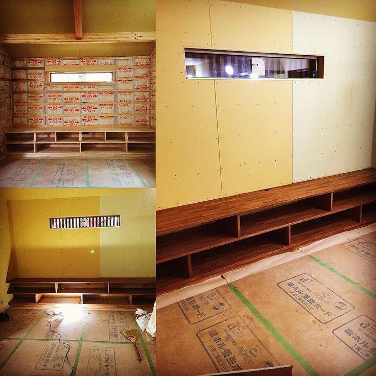 自作したテレビ台塗装も自分でしました #DIY #diyproject #myhomebuild #マイホーム #新築 #家具 #大工 #woodwork #woodworks #woodworking #carpentry #myhomebuild #myhome de tomitatomoyuki