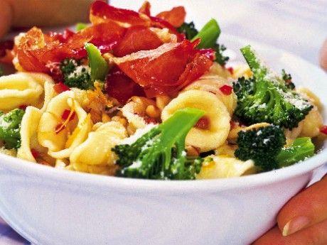 Krämig pasta med kyckling och grönt -  Receptbild - Allt om Mat