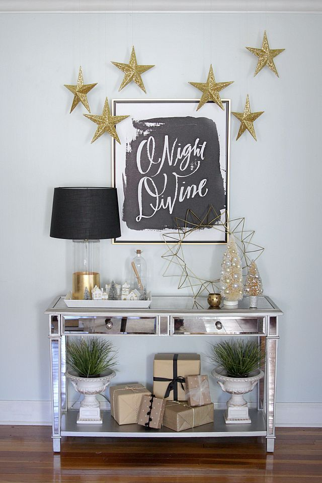 The perfect Christmas console, and why you should be decorating in silver, black and gold this season!