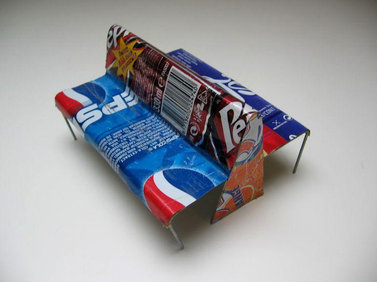 Can is een eenvoudige en sterke bank, vervaardigd uit gerecycled kunststof. Het materiaalgebruik en de print maken de gebruiker bewust van hergebruik van afval. Can past in iedere openbare ruimte, zowel binnen als buiten, en is te vervaardigen uit verschillende recyclebare materialen.