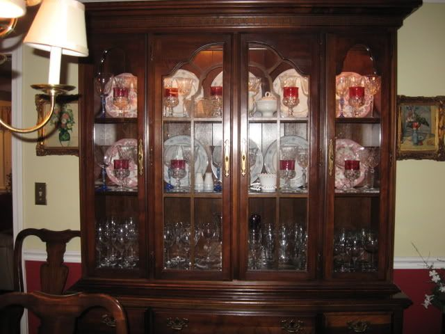 The 25+ Best China Display Ideas On Pinterest | China Storage, Plate Display  And China Cabinet Display