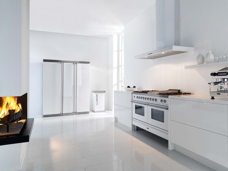Boretti fornuis met 2 ovens (120 cm breed) uitgevoerd in de kleur 'Wit'. Dit fornuis is verkrijgbaar bij Keukencentrum P. de Haan te Langweer.