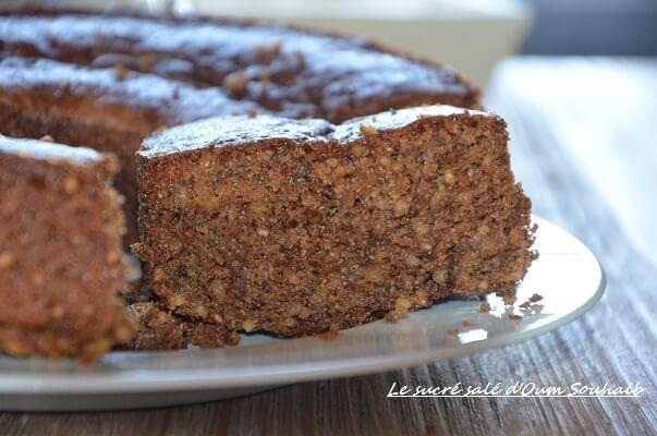 gâteau moelleux à l'orange et aux graines de chia, gâteau aux graines de chia léger et sucre muscovado parfumé aux zestes et sirop d'orange