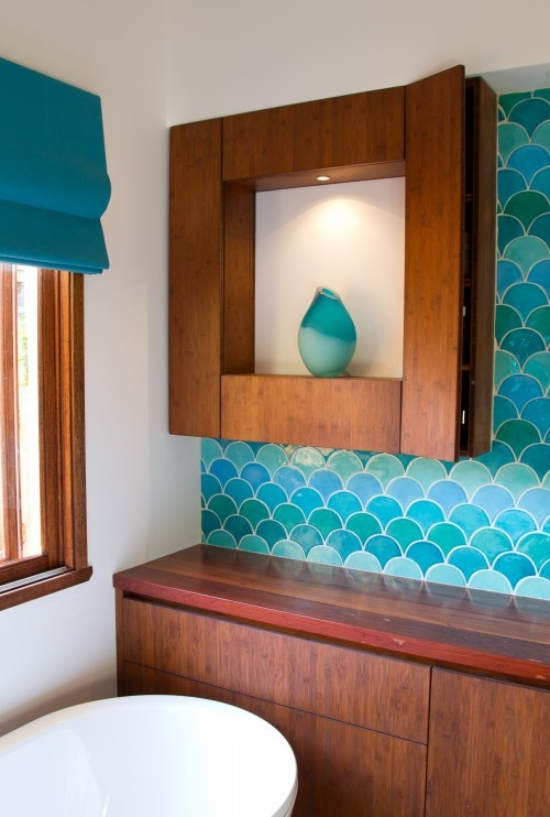 Fish scale backsplash. Am I the only one who'd do it the other direction?