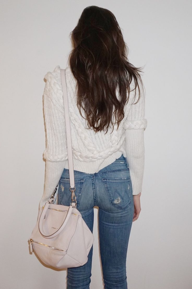 Jessica Clements style. So simple. Love Givenchy bag.
