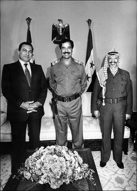 Hosni Mubarak, Saddam Hussein, and Yasser Arafat pose for a photo during a meeting in Baghdad, 1988