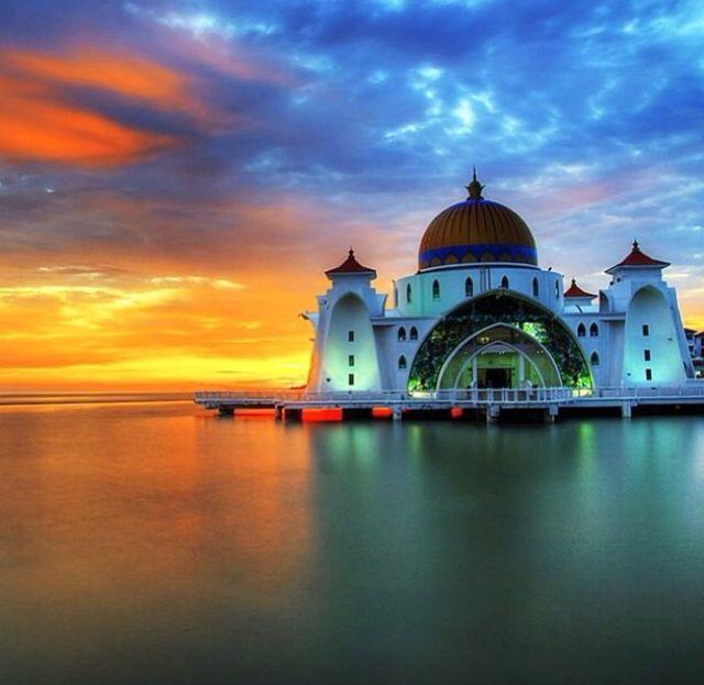 Malacca Straits Mosque, Malacca City, Malaisa