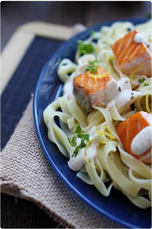 Tagliatelles au saumon, sauce fromage blanc au sésame