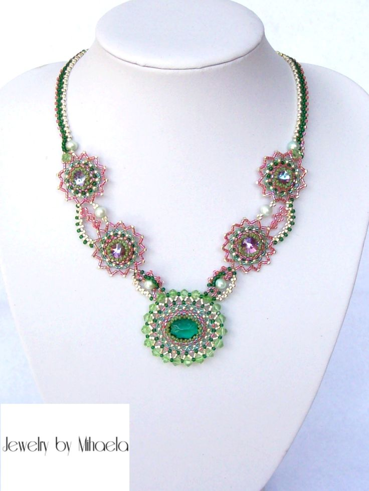 Colier: Green Flower . Materiale folosite: swarovski rivoli, perle apa dulce, toho Picasso, cristal oval, bicon, ata Fireline, miyuki, delica, accesorii placate cu argint.