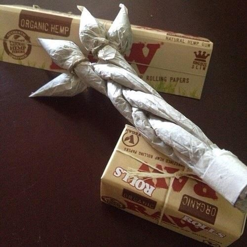 Sur www.champignonsma..., vous trouverez le papier à rouler qu'il vous faut pour rouler toute forme de joint. Vous trouverez aussi du cannabis légal pour mettre dans votre papier à rouler ;) Ou vous pouvez acheter vos graines de qualité pour faire pousser votre propre beuh.