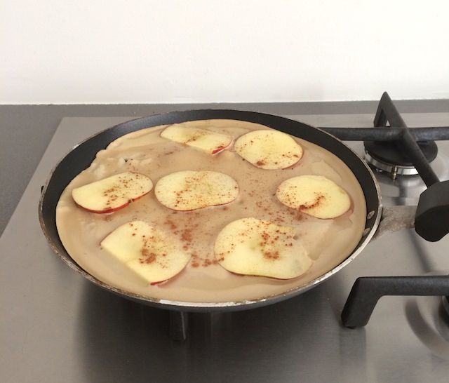 boekweitpannenkoeken: 100 gr. boekweitmeel 2 eieren 300 ml melk Snuf zout Olie om in te bakken