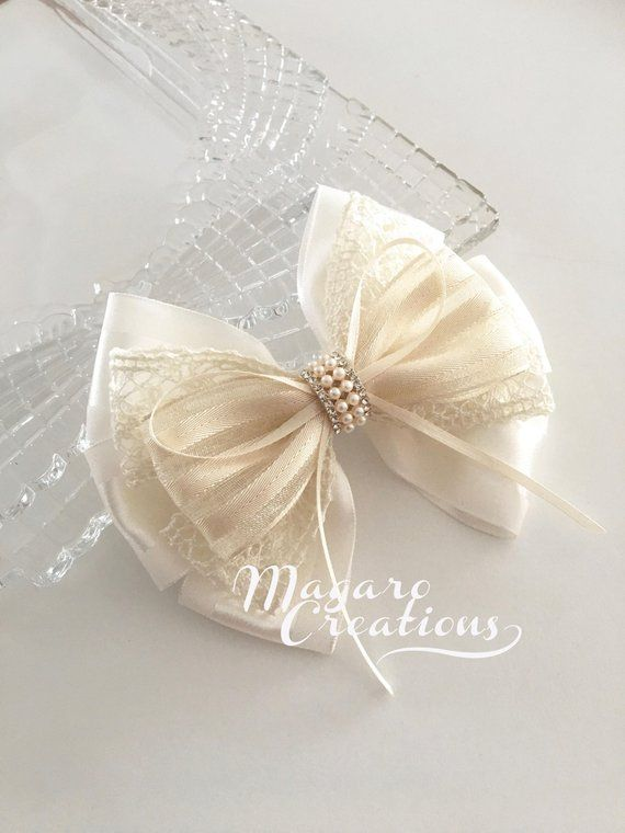 10 RIBBON BOWS with FLOWER White .