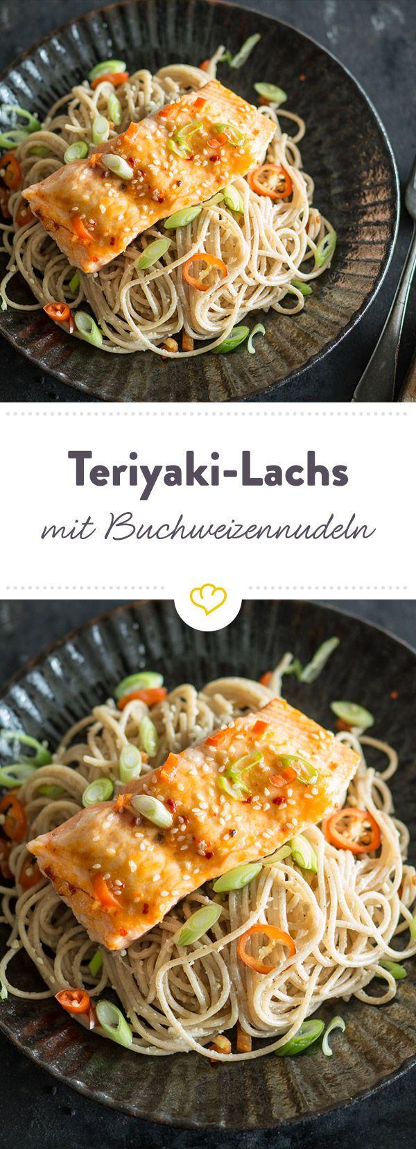 Ein zartes Lachsfilet, mariniert mit einer selbst gemachten Teriyaksiauce aus Honig und Sojasauce. Dazu Soba-Nudeln - japanischer Hochgenuss.