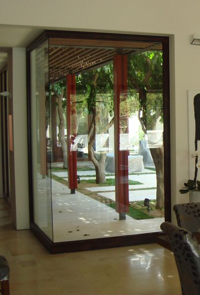A corner made of glass is feasible with out technology