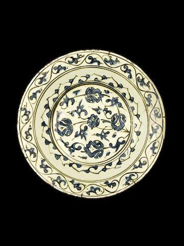 An Iznik pottery Dish Turkey, late 16th Century ??