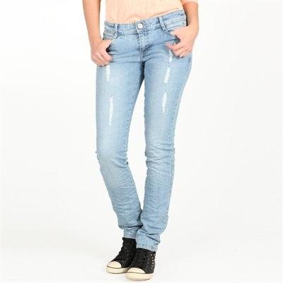 Pimkie.fr : La bonne dégaine rock avec ce jean destroy juste ce qu'il faut. A chiciser avce une petite veste noire et des escarpins.