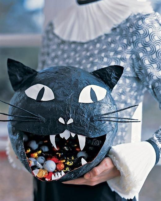 This paper-maché candy bowl is the (black) cat's meow. #DIY