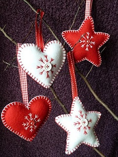 made from felt with ribbon tie, hand stitched snowflake design  and a button detail to the front and rear.  The hanger is lightly padded and is approximately 10mm x 10mm (not including ribbon length).  An ideal Christmas decoration for your doors, cupboards or tree