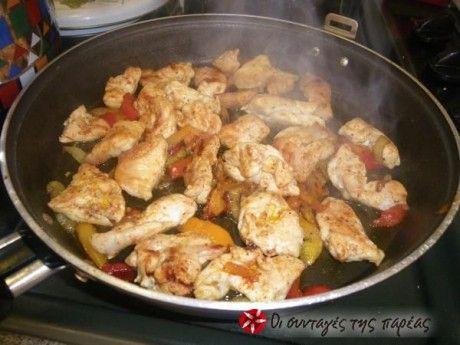 Νόστιμο κοτόπουλο με πιπεριές και κρασί