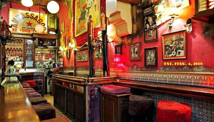 Ο Τάσος Μητσελής επανέρχεται στην στήλη The Bars αυτή την εβδομάδα, μιλώντας σε προσωπικότερο τόνο απ` όσο συνηθίζει τελευταία για ένα πολύ αγαπημένο του αθηναϊκό μπαρ: το Seven Jokers.