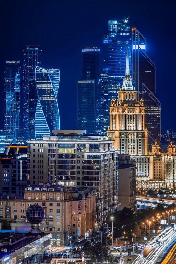 Новый Арбат, ночной вид на Москва-Сити