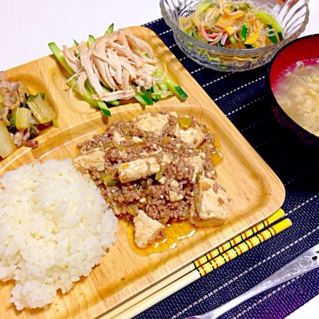 今日のメニュー  麻婆豆腐 豚バラとセロリの中華炒め 棒棒鶏 春雨サラダ 中華卵スープ - 72件のもぐもぐ - 麻婆豆腐プレート by mms26mr