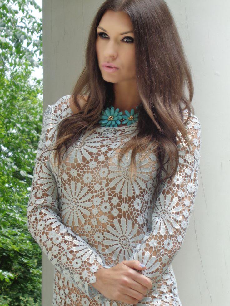 sukienka z gipiury Gabriela Hezner  modelka Karolina Motylewska