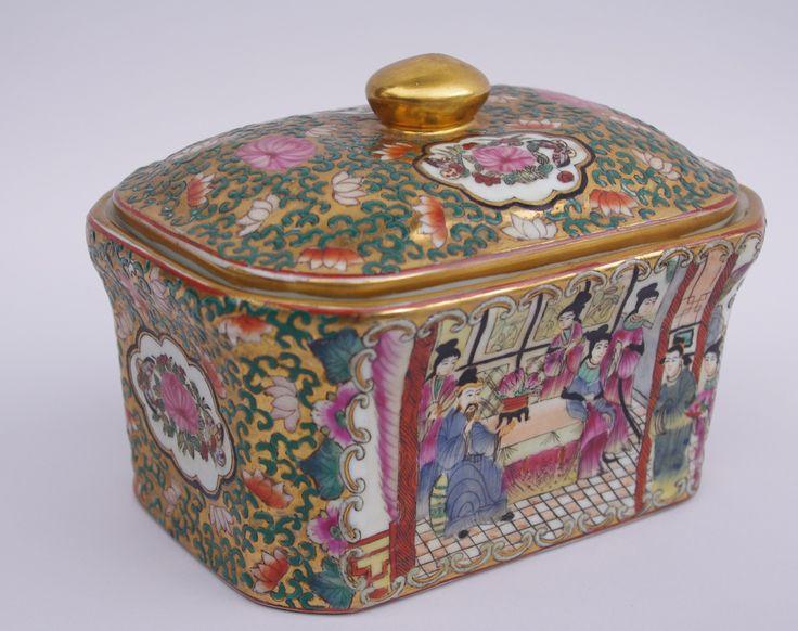 COVERED CANTON PORCELAIN BOX CIRCA 1900 by Jean-Luc Ferrand #frenchantique #antique #antiquites