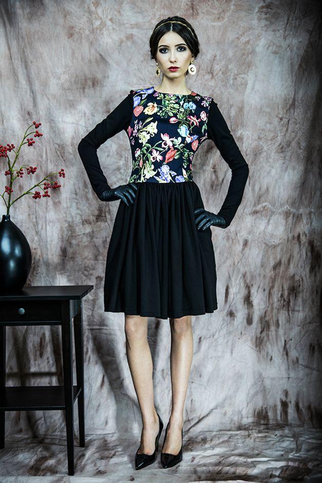 Rozkloszowana sukienka w kwiaty - kasiamiciak - Sukienki midi