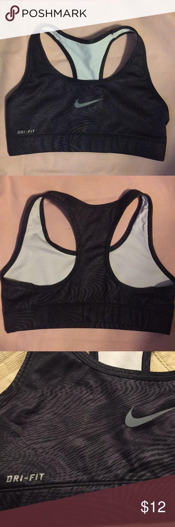 Nike sports bra.  Sz Small Nike sports bra.  Sz Small Nike Intimates & Sleepwear Bras