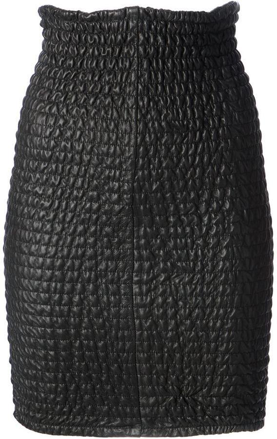 €1,150, Schwarzer gesteppter Leder Bleistiftrock von Damir Doma. Online-Shop: farfetch.com. Klicken Sie hier für mehr Informationen: https://lookastic.com/women/shop_items/85504/redirect