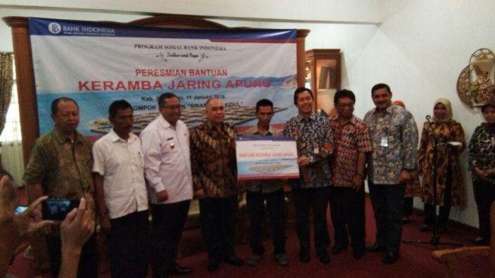 Bank Indonesia Perwakilan Jabar Beri Bantuan 4 Keramba Jaring Apung kepada Nelayan