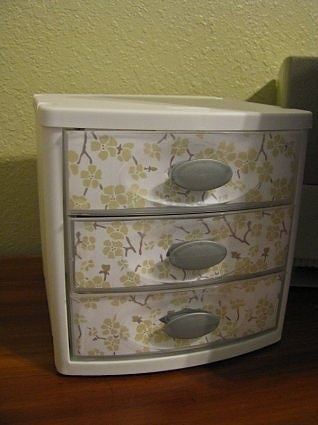 plastic drawer makeover - this could add some fun to the craft room - but has got to be funner paper~