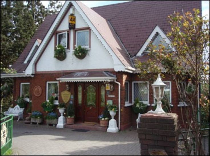 Bed & Breakfast in Meath, Ireland. Killyon is a beautifully appointed 6 bedroom Guesthouse, located on the banks of the Boyne, in Navan, County Meath, Ireland. Killyon Guesthouse accommodation is rated to 4-diamond standard by the AA and is also recommended by the Michelin Guide. ...