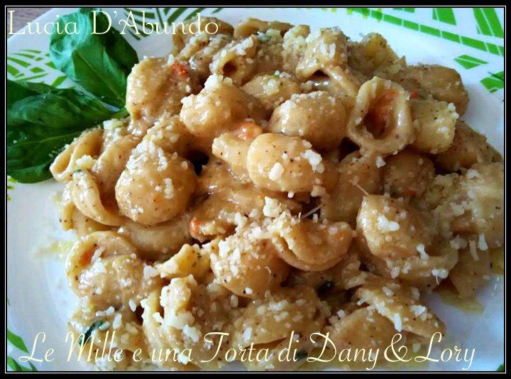 Orecchiette con pesto di noci a modo mio RICETTA DI: LUCIA D'ABUNDO INGREDIENTI: 180 g di gherigli di noci 60 ml di olio evo 1 spicchio d'aglio
