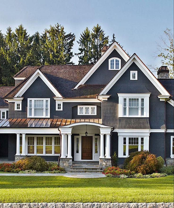 Hus med marineblå facade