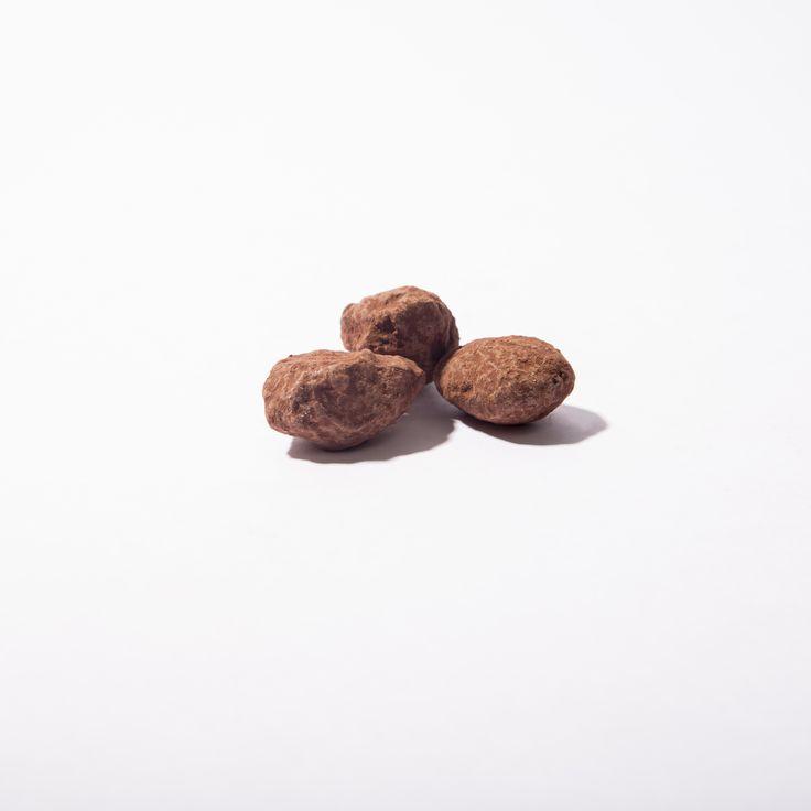 #Almendras caramelizadas de @purochocolate bañadas en chocolate negro al 55% #chocolate #purochocolate #cacaco #premium