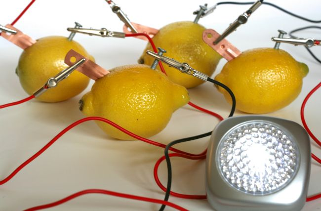 Who knew this was possible? Make a lemon battery at home with your kids - what fun!