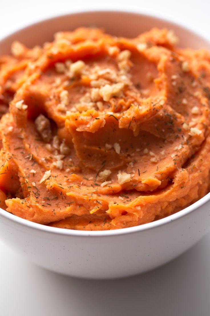 Sólo se necesitan 7 ingredientes para preparar este puré de batata vegano. Es muy cremoso, sabroso y está listo en unos 30 minutos.