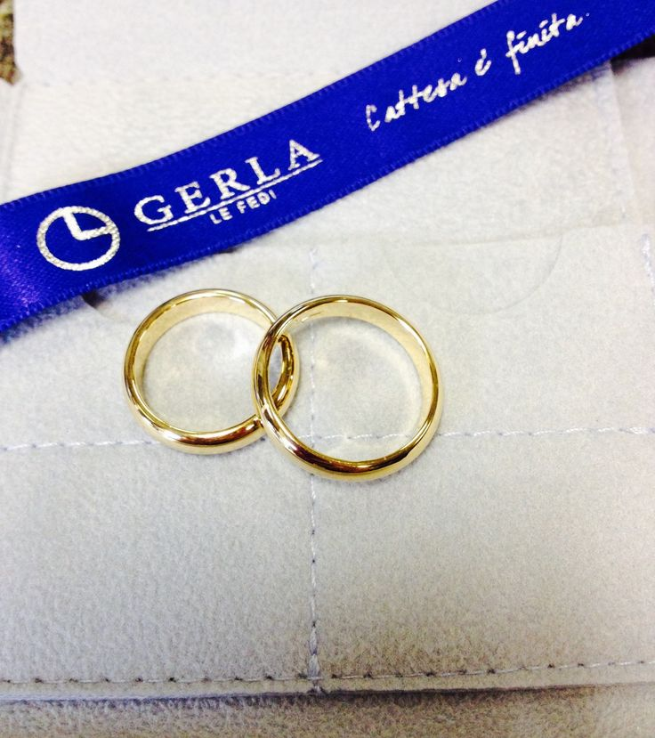 Classic wedding bands in yellow gold... Perfect to say YES!