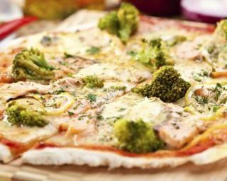 Pizza allégée aux brocolis, saumon, citron et aneth