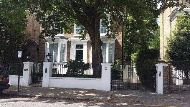 A Meldrum-ház ma. 1992-ben, a forgatások végén vette meg több millió fontért mai tulajdonosa, de nem ismerte a sorozatot