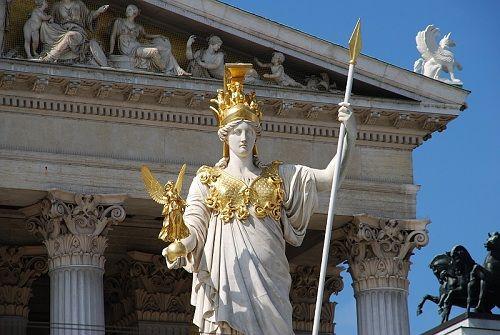 Athens skytsgudinde, Athene, dyrkedes overalt i Grækenland. Hendes vigtigste by var Athen, hvor det største tempel til hende, Parthenon, lå på byens høj, Akropolis. Athene var en ugift pige, parthenos, og sådan var hun nærmest kønsløs. Som byens beskytter, Polias, er hun også krigerisk og en gud, der kommer meget tæt på dem, hun holder af, og det er især de store helte (ses tydeligt i Homers Odyssé)