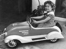 Vintage photo enfant l'actrice SHIRLEY TEMPLE Jouet Voiture Poster print LV11314