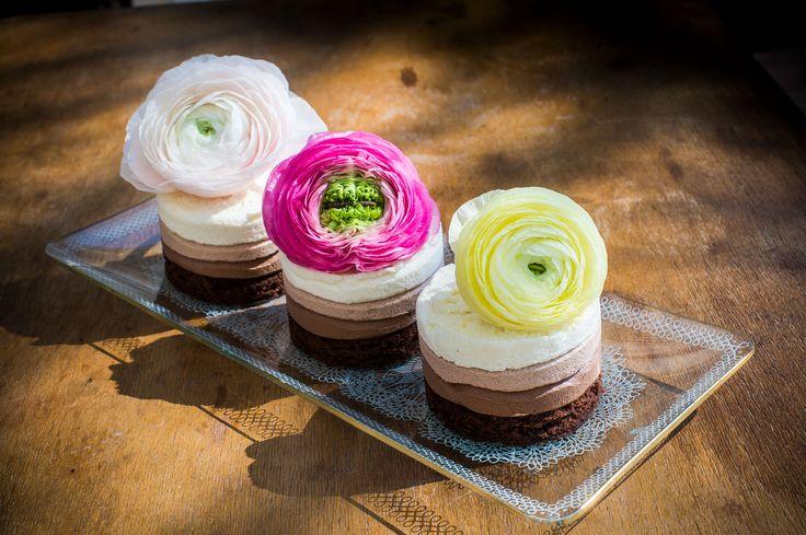 Tortácskák!  Ha minél több arcra szeretnél örömet csalni, és mindenki kedvére szeretnél tenni a születésnap alkalmából, vagy törekszel arra, hogy az ételérzékenyek se maradjanak sütemény nélkül, rendelj tortácskát többféle változatban!