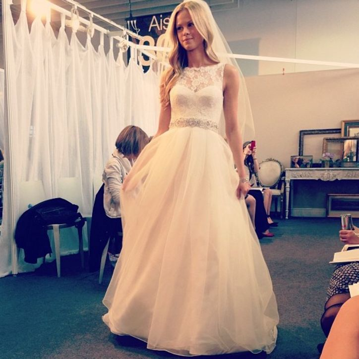 Hot-Off-the-Runway Wedding Dresses That Are So Fantastic, You'll Probably Start Clapping! #nojudgment