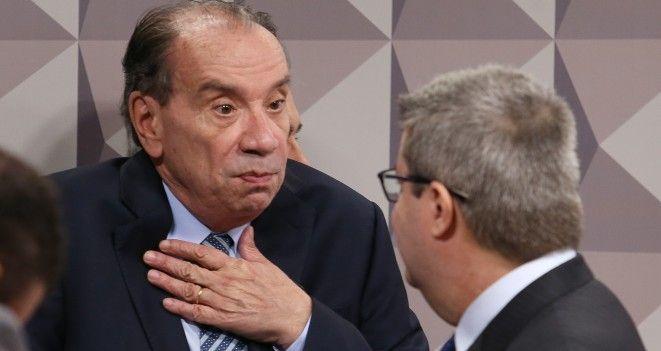 Senadores golpistas: Aloysio Nunes PSDB SP , o diplomata do golpe Investigado por recebimento de propina e crime eleitoral, senador votou contra cotas sociais nas universidades e escolas técnicas federais