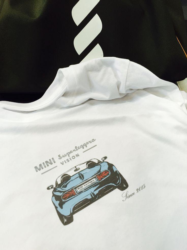 일산 킨택스에서 열리고 있는 2015 서울국제모터쇼에서는 다양한 컨셉트카를 선보이고 있다.  그중 BMW의 MINI 뉴칸셉카가 내눈을 사로 잡았다.  미니라운지에 가면 받을수있는 즉석프린팅 티, 편안한 소파, 음료와 푸드등 라이프스타일에 맞게 쉴수있는 소파를 제공하고 있어 편안한 관람에 도움이 되었다.