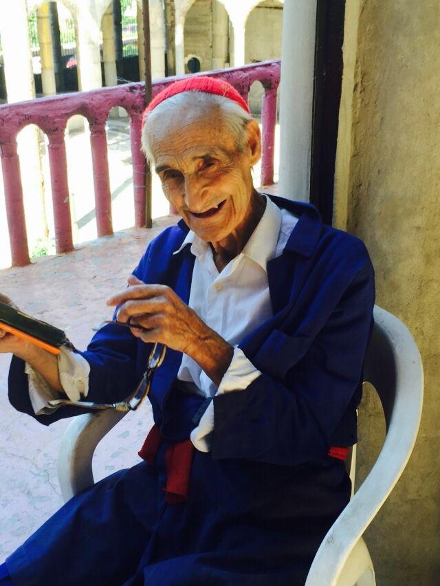 Dit is Don Justo. Hij bouwde bijna in zijn eentje een complete kathedraal. Begon in 1961. In september wordt hij 90